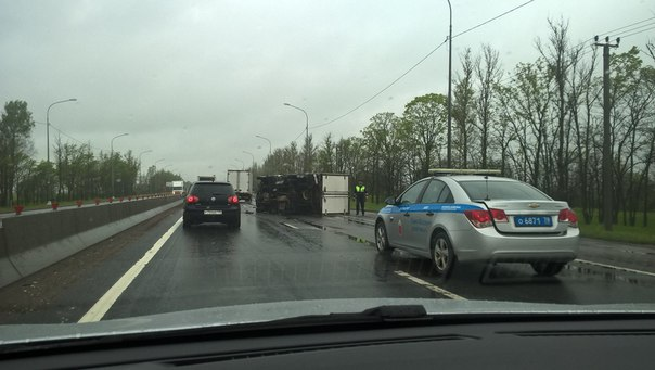 Дтп на Московском шоссе после ПГТ Ульяновка в сторону Питера. Китаец влетел в автобус и перевернулся...
