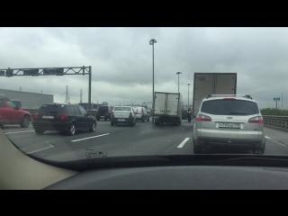 ДТП на внутреннем кольце КАДа, между Шушарами и Московским шоссе.Пробке быть.