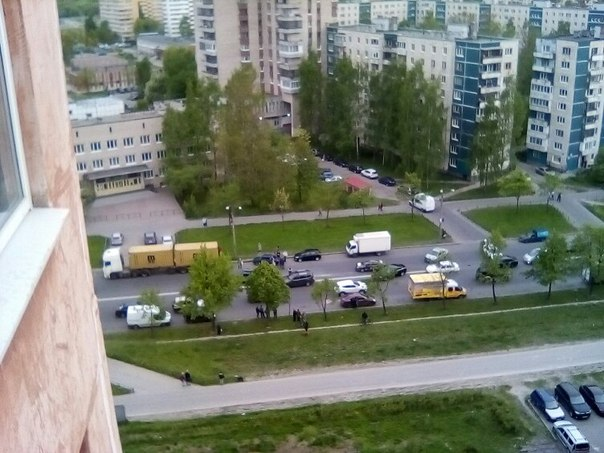 Захарова 56, в сторону Жукова. Перевертыш за деревом, зацепил об выезжающего со двора. Пробке быть. ...