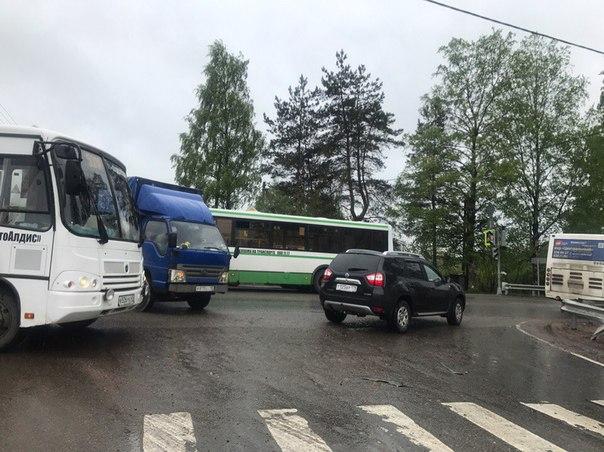Авария в Колтушах на Верхней, автобус и грузовик