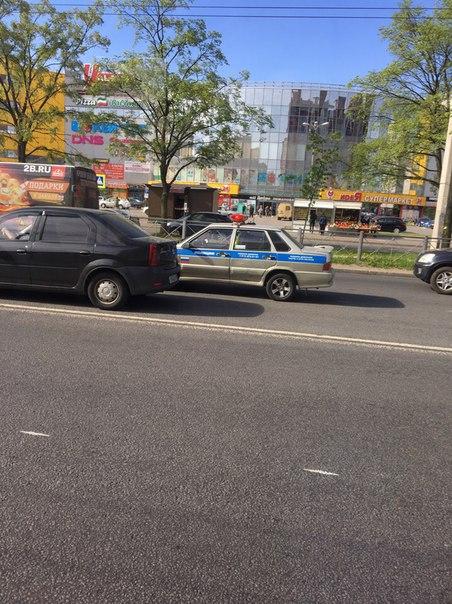Авария на улице Генерала Симоняка, проезду особо не мешают