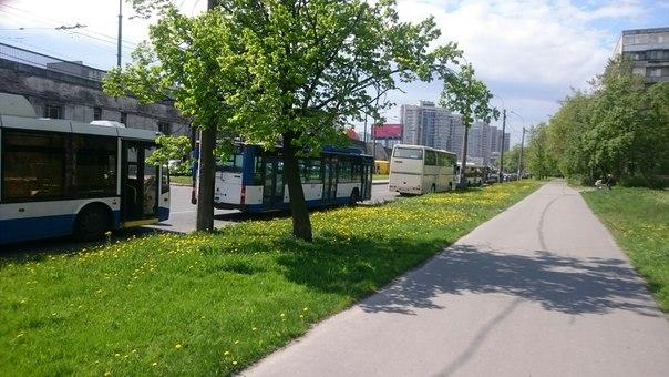 А под сортировкой ДТП с троллейбусом и неаккуратно выезжавшим из двора енотом. Троллейбусы стоят, ав...