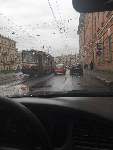 На Загородном пр. перед Московским. Пробке быть если не разъедутся. Актуально на 7:50