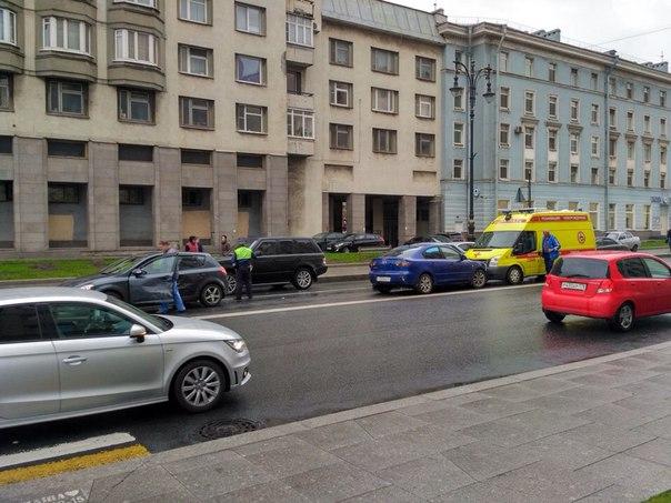 На Воскресенской набережной, перед Потёмкинской улицей, Mazda выехала на встречную полосу, зацепив...