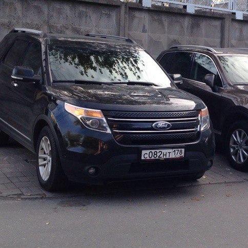 28 мая с 13 до 15 часов с пр. Пятилеток угнали автомобиль Ford Explorer черного цвета 2013 года выпу...