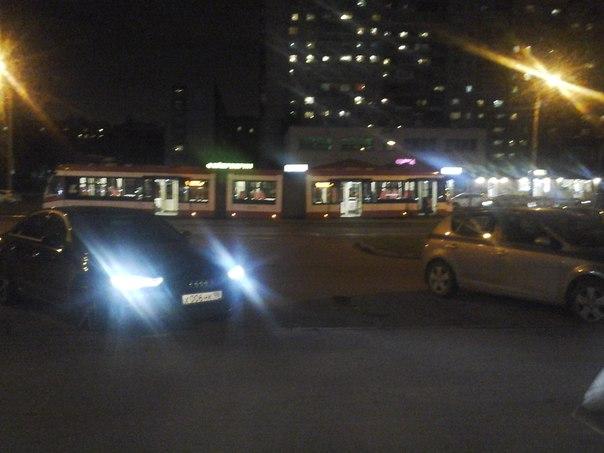 И снова подвел новый трамвай, сошел с рельсов на Авиаконструкторов 8