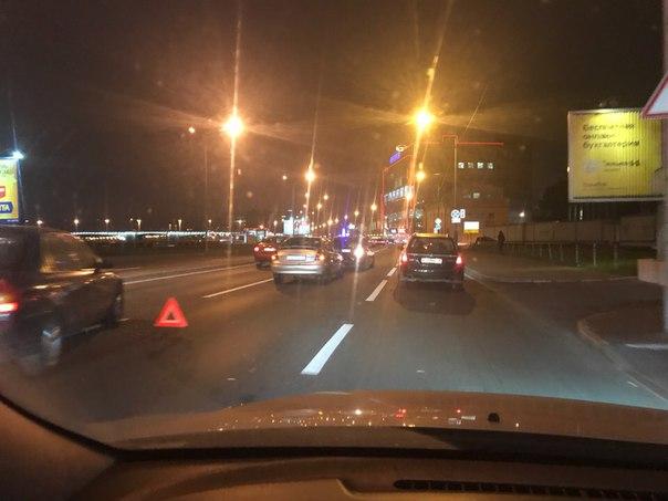 Перед Александра Матросова на Выборгской набережной Toyota въехала в Hyundai
