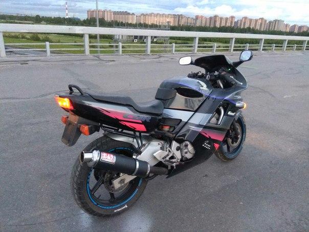 28 сентября украли мотоцикл Honda CBR600 F2 встрыв гараж в Парголово,