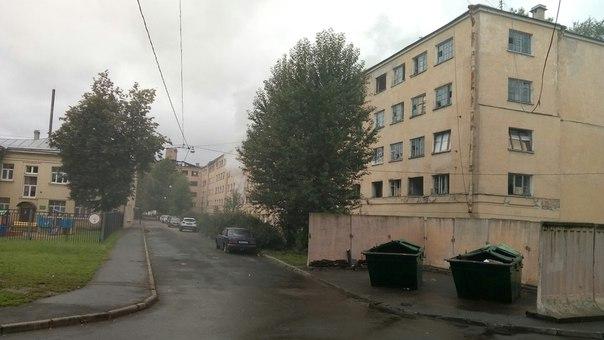 С добрым утром! Опять горит расселенный дом 133 по улице Бабушкина...