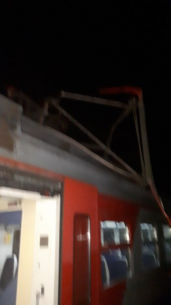 Электричка последняя до Сосново, сломалась на ст.Кузьмолово в 22:55 И до сих пор стоит