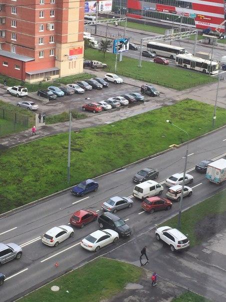 Jeep vs Audi на Проспекте Космонавтов перед Дунайским.