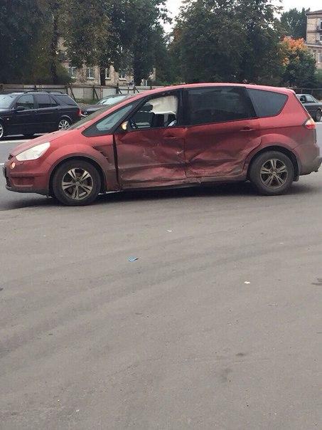 Авария на Седова 76