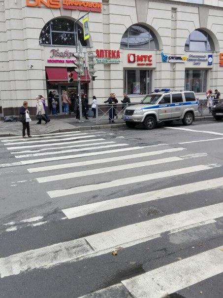 ТК Чкаловсий эвакуируют, начинают обтягивать лентой