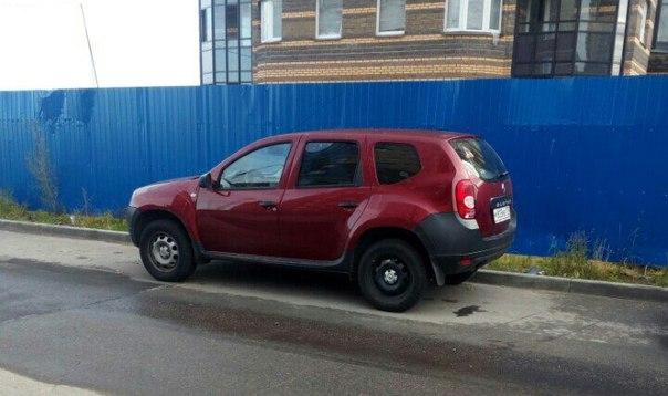 28 сентября в Выборгском районе у станции метро Парнас был угнан автомобиль Renault Duster вишнёвого...