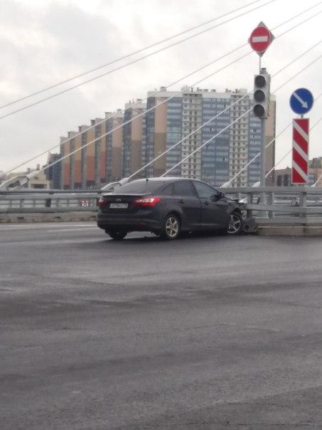 На проспекте Героев прокурорская проверка прочности ограждения моста)