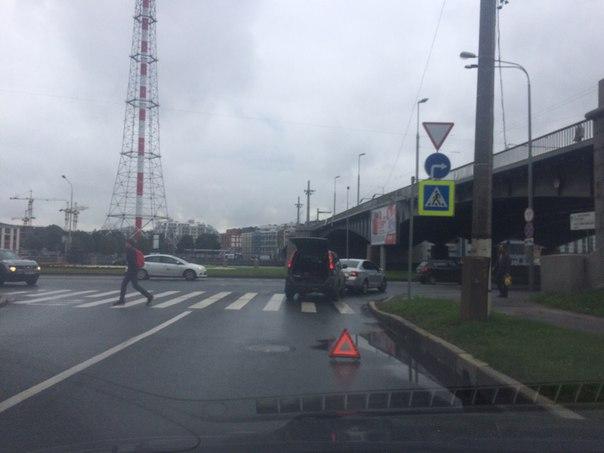 ДТП при выезде под Кантемировским мостом на Выборгскую наб.