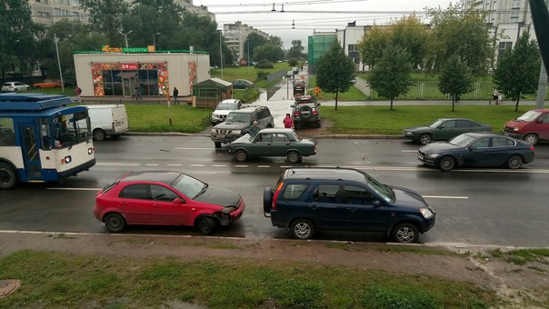 ДТП на Будапештской ул. при движении от ул. Фучика (через 300 метров) в сторону ул. Белы Куна. Объез...