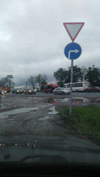 На Московском шоссе 174 в поселке Ленсоветовский, маршрутка въехала в КамАЗ