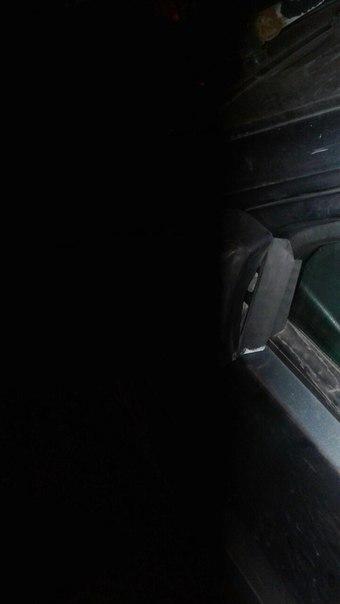 Сегодня 28.09 в 20:30 ул Заставская д.21..Врезался, снес зеркало и скрылся во двор..Красная митсубис...