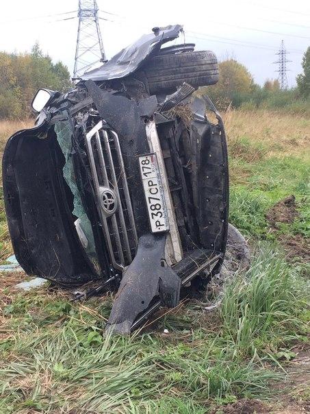 На Ропшинском шоссе столкнулись Toyota и грузовичок Hyundai