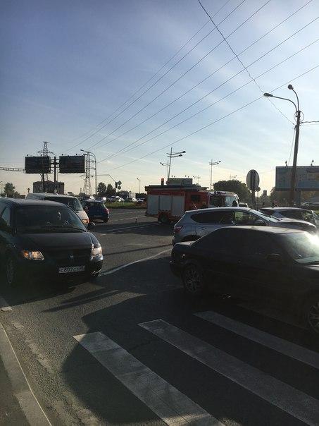 Киа Рио и Кашкай засыпали осколками перекресток Воздухоплавательной с Лиговского проспекта