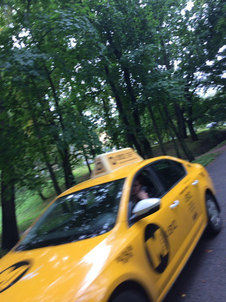 Это просто беспредел.Гуляю с подругой с колясками по пешеходной,смотрим как два башенных таксиста на...